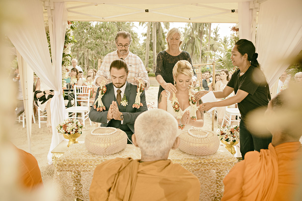 Organisation-Mariage-marier-maries-mariee-ceremonie-Thailande-Plage-ile-Koh-Samui-Island-thai-evenementiel-evenements-demande-fiancailles-EVJF-EVG-noces-voyages-Wedding-ceremony-Planner-Thailand-Beach-Events-event-request-bachelor-bachelorette-groom-bride-bridal-diner-dinner-celebratin-love-family-famille-amour-couple-3