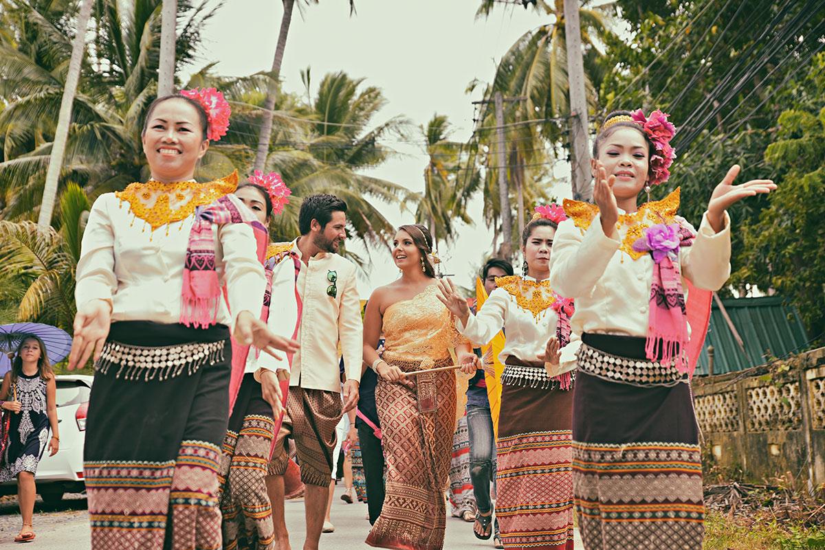 Organisation-Mariage-marier-maries-mariee-ceremonie-Thailande-Plage-ile-Koh-Samui-Island-thai-evenementiel-evenements-demande-fiancailles-EVJF-EVG-noces-voyages-Wedding-ceremony-Planner-Thailand-Beach-Events-event-request-bachelor-bachelorette-groom-bride-bridal-dancing-dancers-musician-percu-percutions-choregraphie-4