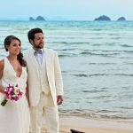 Organisation-Mariage-marier-maries-mariee-ceremonie-Thailande-Plage-ile-Koh-Samui-Island-thai-evenementiel-evenements-demande-fiancailles-EVJF-EVG-noces-voyages-Wedding-ceremony-Planner-Thailand-Beach-Events-event-request-bachelor-bachelorette-groom-bride-bridal-fleurs-decoration-demoiselle-honneur-rond-cascade-bouquet-tropicales-orchidee-flowers-bridal-groom-buttonhole-boutonniere-fleuriste-florist-38
