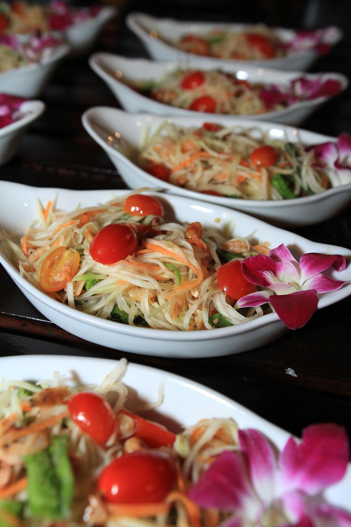 Organisation-Mariage-marier-maries-mariee-ceremonie-Thailande-Plage-ile-Koh-Samui-Island-thai-evenementiel-evenements-demande-fiancailles-EVJF-EVG-noces-voyages-Wedding-ceremony-Planner-Thailand-Beach-Events-event-request-bachelor-bachelorette-groom-bride-bridal-diner-dinner-celebratin-food-chef-delicious-2