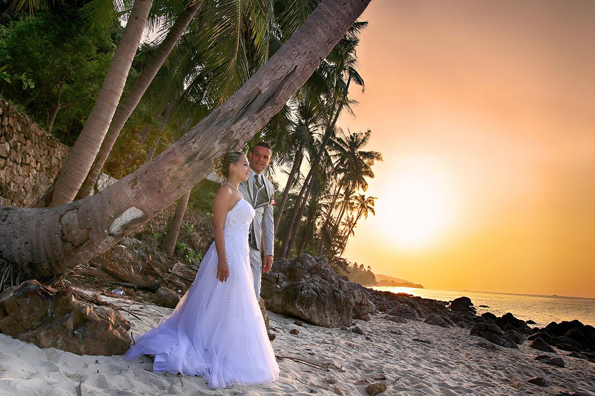 Organisation-Mariage-marier-maries-mariee-ceremonie-Thailande-Plage-ile-Koh-Samui-Island-thai-evenementiel-evenements-demande-fiancailles-EVJF-EVG-noces-voyages-Wedding-ceremony-Planner-Thailand-Beach-Events-event-request-bachelor-bachelorette-groom-bride-bridal-dress-family-famille-bonheur-7